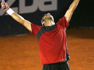 Gana en su primer partido de Roland Garros