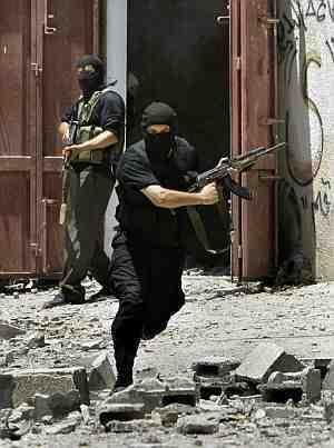 Heroicos milicianos palestinos defendiendo su territorio