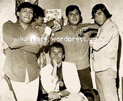 Miguel Quiróz es el primero de la derecha