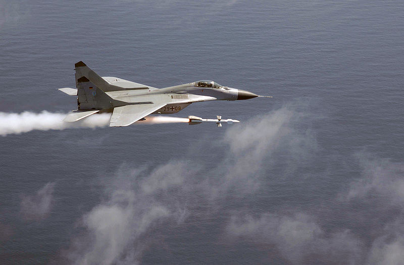 https://luizcore.files.wordpress.com/2009/04/800px-mig-29_launching_aa-10.jpg