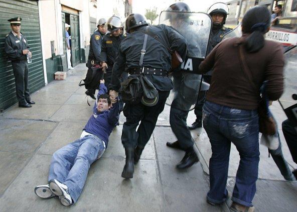 ¡Libertad para los detenidos!