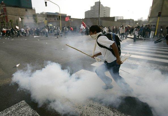¡Estudiantes universitarios salen a las calles a protestar contra este gobierno!