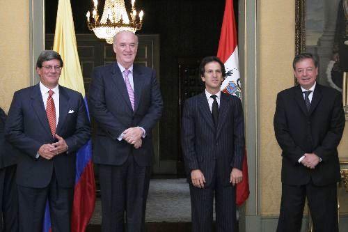 2 + 2 PERU COLOMBIA