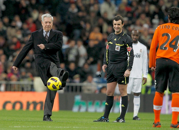 MARIO VARGAS LLOSA PLAY DE HONOR REAL MADRID VALENCIA