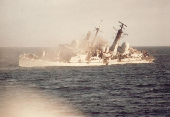 HMS COVENTRY HUNDIENDOSE