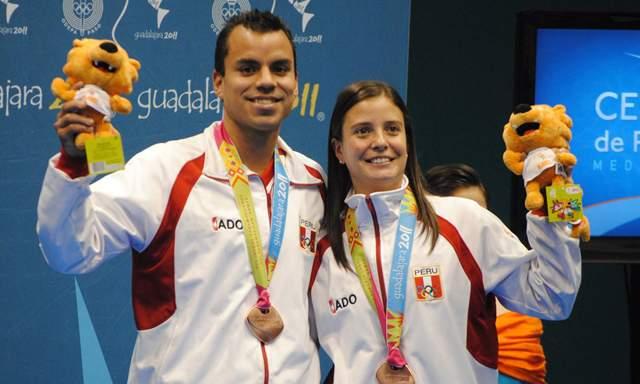 CLAUDIA RIVERO Y RODRIGO PACHECO