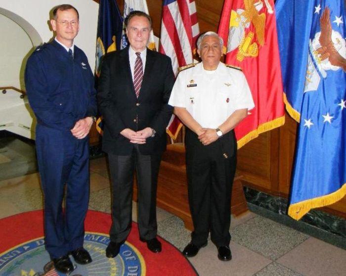 USAF RANDY KEE, EMBAJADOR PERUANO EN EEUU HAROLD FORSYTH Y VICEALMIRANTE CARLOS CHANDUVI
