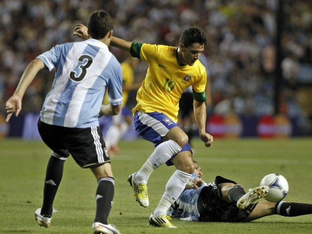 BRASIL VENCE A ARGENTINA EN EL SUPERCLASICO