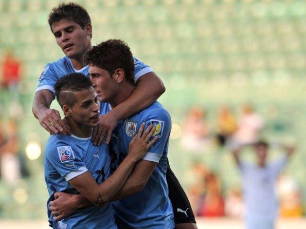 URUGUAY 2 - NUEVA ZELANDA 0