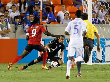 HONDURAS 0 - TRINIDAD Y TOBAGO 2