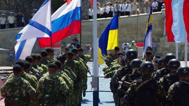 militares ucranianos juran lealtad a crimea