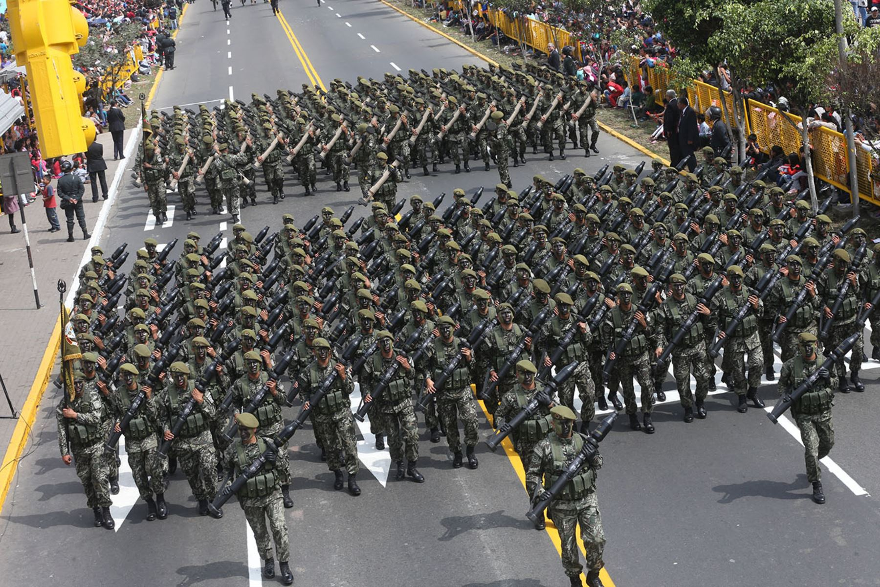 https://luizcore.files.wordpress.com/2015/07/desfile-y-gran-parada-militar-del-peru-2015-30.jpg