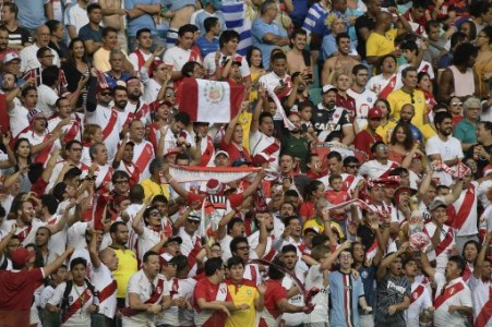Fans of Peru cheer during the Copa America football tournament quarter-final match against Uruguay at the Fonte Nova Arena in Salvador, Brazil, on June 29, 2019. (Photo by Juan MABROMATA / AFP)