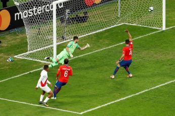 PERU GOLEA A CHILE Y CLASIFICA A LA FINAL (11)