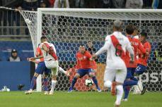 PERU GOLEA A CHILE Y CLASIFICA A LA FINAL (19)