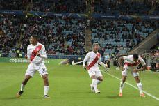 PERU GOLEA A CHILE Y CLASIFICA A LA FINAL (24)