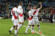 PERU GOLEA A CHILE Y CLASIFICA A LA FINAL (30)