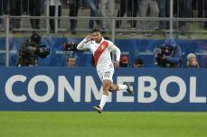 PERU GOLEA A CHILE Y CLASIFICA A LA FINAL (8)